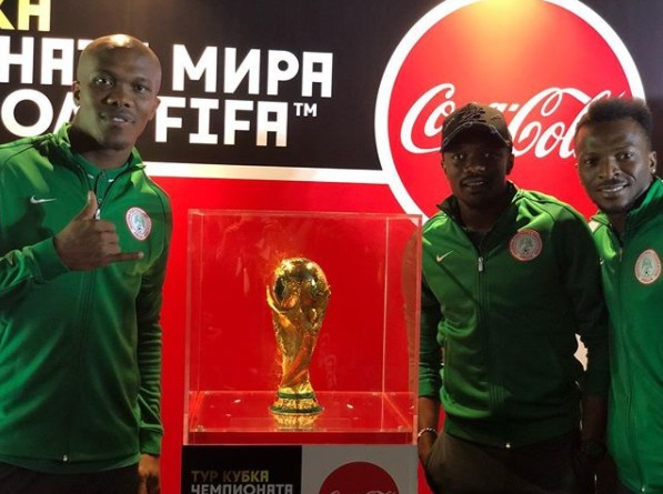 {filename}-Super Eagles Players Pose With World Cup Trophy And Russia 2018 Mascot (picture)