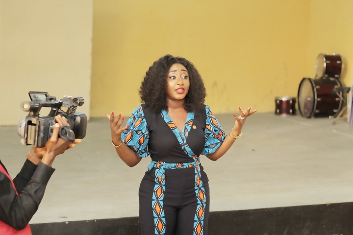 Star Actress, Ini Edo Storms Her Alma Mata In Uyo (Photos)