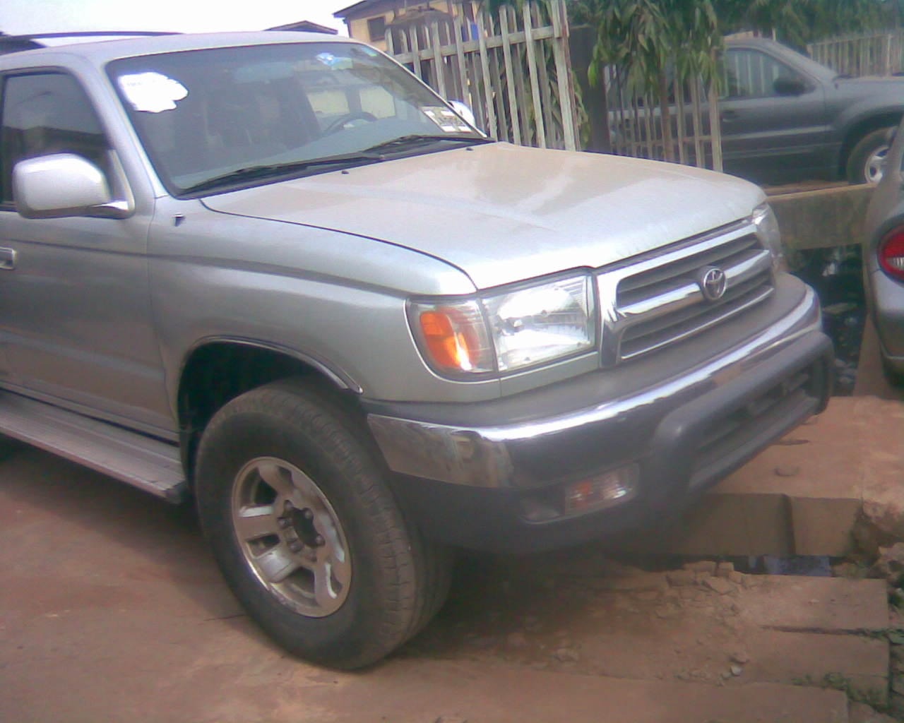 2000 toyota 4 runner and 2005 ford escape autos nigeria. Black Bedroom Furniture Sets. Home Design Ideas