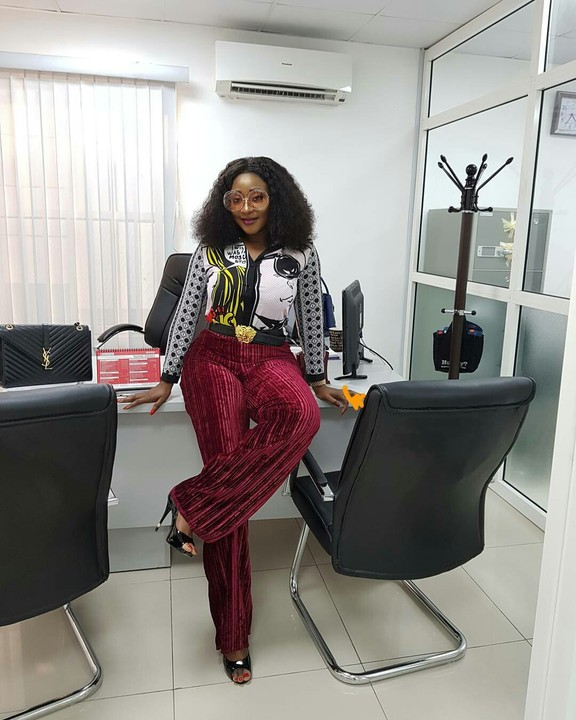 Nollywood Actress Ini Edo Stuns In New Adorable Photo As She Show Off Her Beautiful Office
