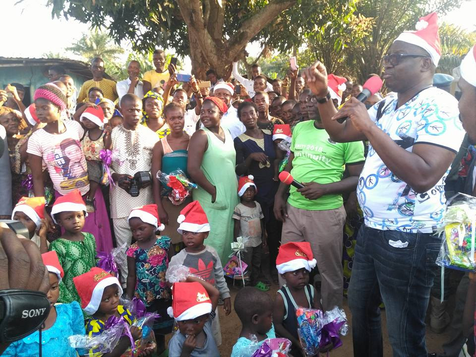 Governor Fayose Gives Children Christmas Gifts (Photos)