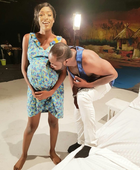 Harrysong Kisses Baby Bump Of Beautiful Lady (Photo)