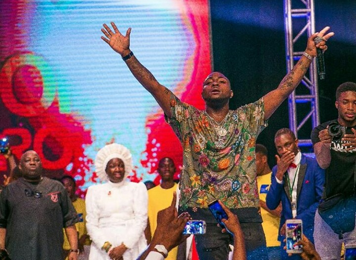 Davido Reconciles With Dele Momodu After Apologizing On Stage (Photos)