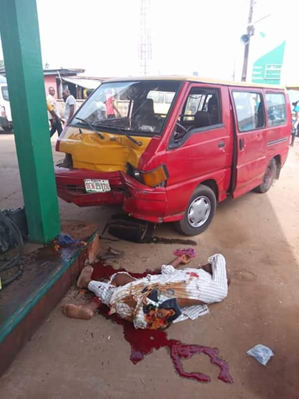 Bus Crushes A Man To Death In Benin, Edo State (Graphic
