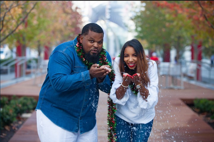 Christmas Photoshoot Turns Into Marriage Proposal (Photos)