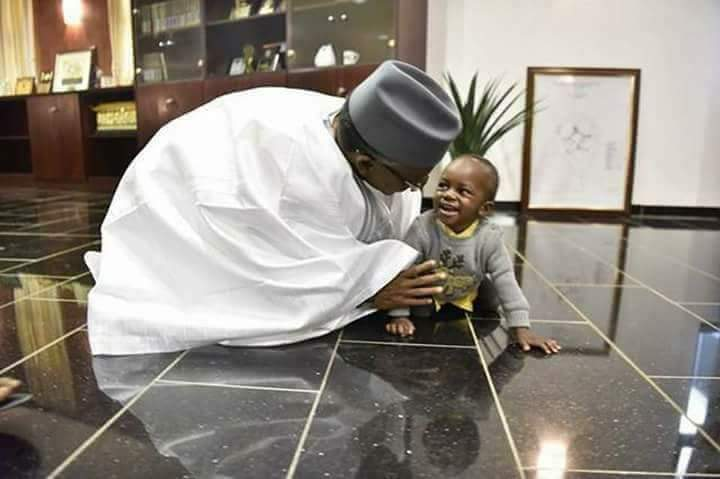 """6520516_dszplbrw4asiwgc_jpegeae2f687be7a8b3a936e8a34cb1fab9b """"As 2019 Approaches, El-rufai Begins The Kneeling Tactics, Even To A Baby"""" (pics)"""