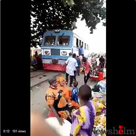 LORD!!!: Nigerians Pushing A Faulty Train To Start (Video, Photos)