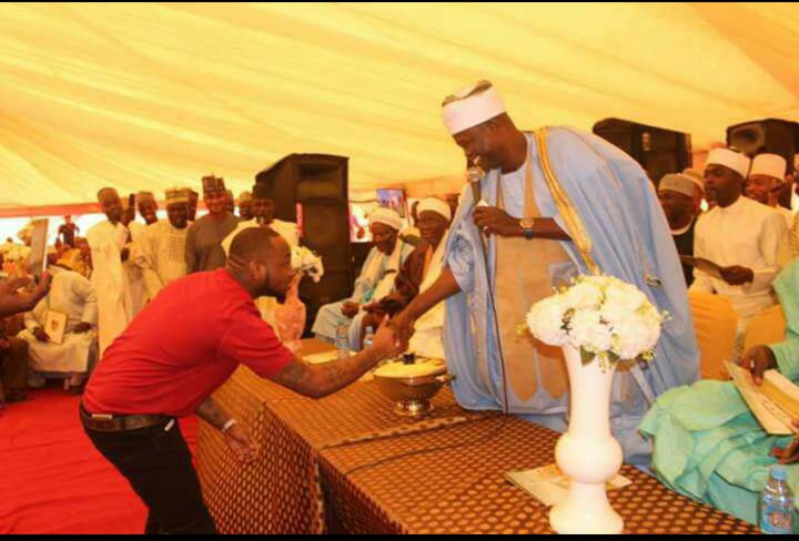 Photo:Chief Imam Offa Shaking Hands With Davido