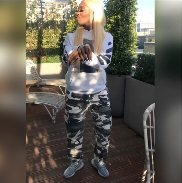6601798 screenshot2 jpeg1190646d7dad52a810e9b533aff0f04e - Tiwa Savage Shows Off Her Shaku Shaku Dancing Skills (Video,Pics)