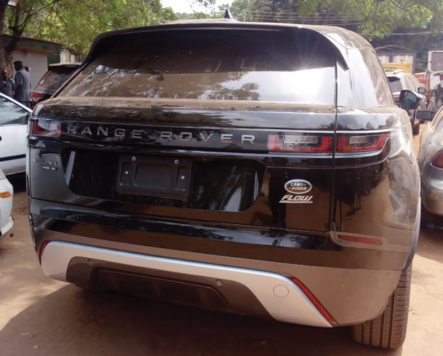 N51M Range Rover SUV Abandoned By Smugglers In Ogun (Photos)