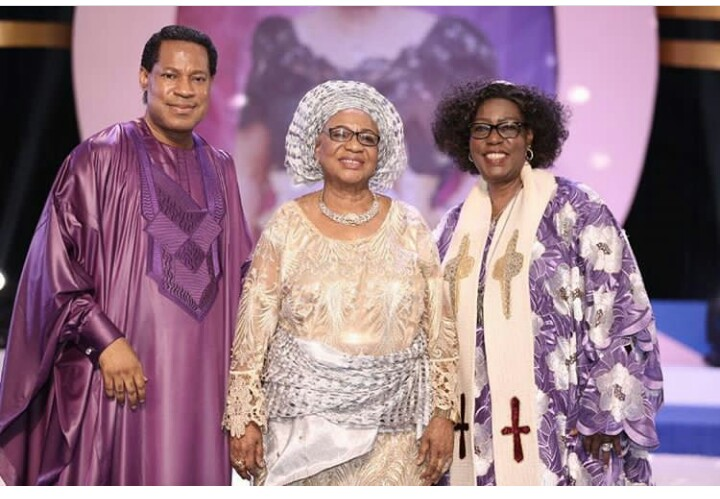 Pastor Chris Oyakhilome Rocks Agbada At Mother's 80th Birthday Party (Pictures)