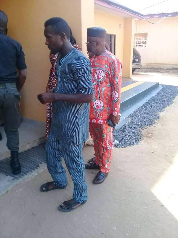 PHOTO: Governor's Aide Saves Armed Robber From Being Killed By Crowd In Uyo