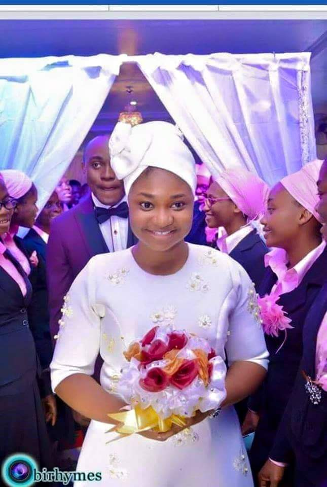 Beautiful Makeup Free Bride Looking Simple On Her Wedding Day (Photo)