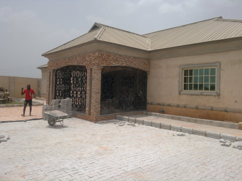 Cost of building a 5 bedroom bungalow in benin city for How much does it cost to build a bungalow