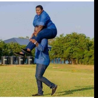 LORD!!!: Man Carries His Plus-Sized Fiancée On His Shoulders In Cute Pre-Wedding Photo