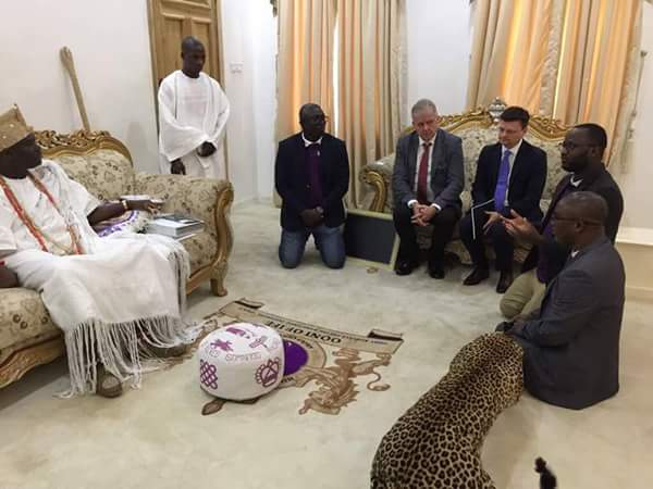Blacks Vs Whites: See How Blacks & Whites Greeted Ooni Of Ife In His Palace (Pics)