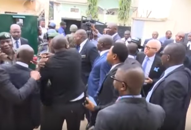 Dino Melaye: Lawyers Clash With Over 50 Policemen In Court Premises (Photos, Video)