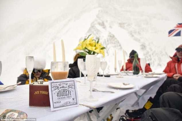 {filename}-23,000ft, World's Highest Dinner Party Held On Mountain Everest(photos)