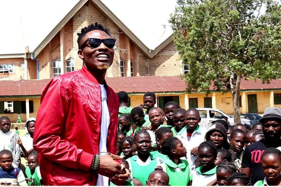 Efe Donates Classroom Desks To ECWA Primary School (Photos)