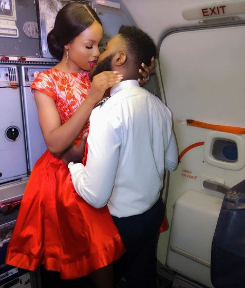 Pilot Takes His Fiancee To Pilot Room, Kisses Her In Pre-Wedding Photos