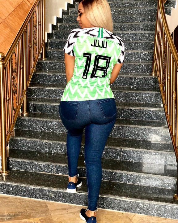 Actress Juliet Ibrahim Rocks Super Eagles Jersey, Strikes A Pose With Her Backside