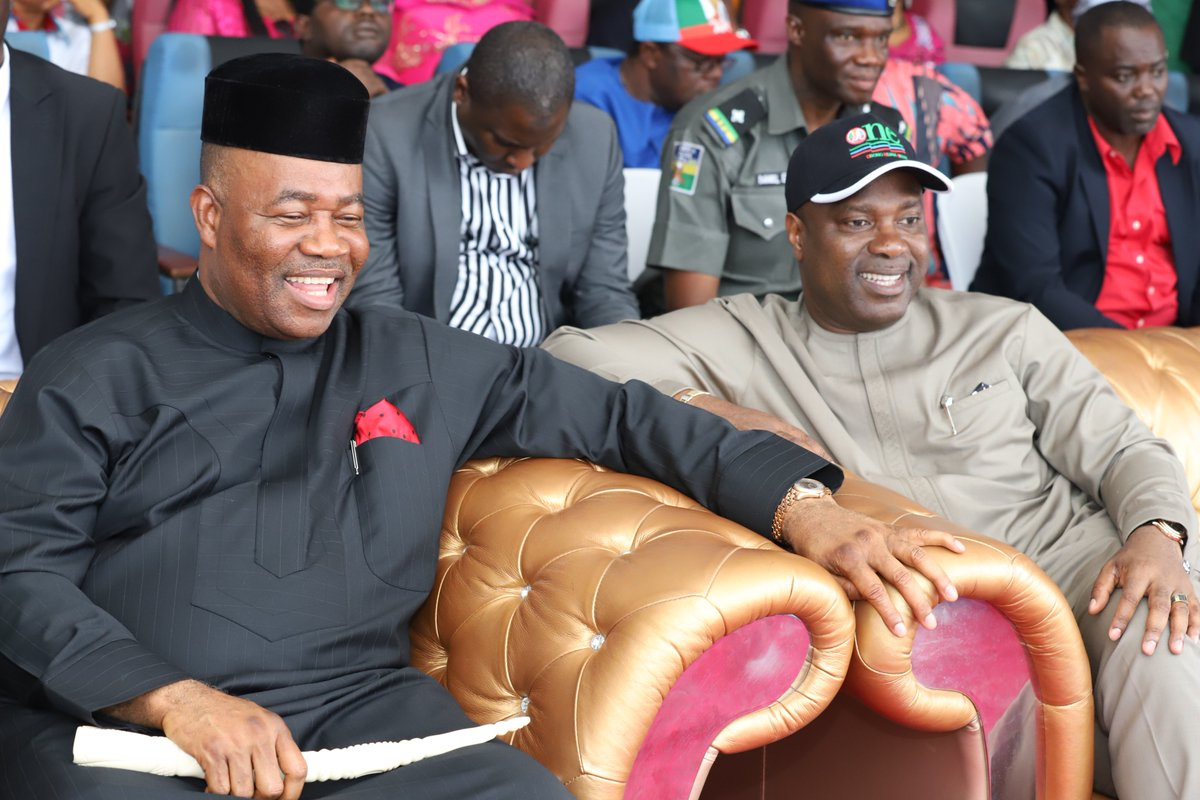 Akpabio And APC Leaders Pray For Buhari (Photos)