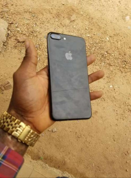 Uk Used Iphone 7 Plus Jet Black 128gb Up For Sale - Phones