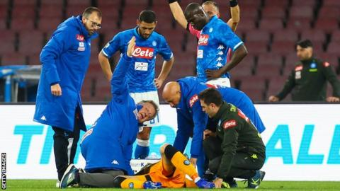 Arsenal Goalkeeper Ospina Collapses During Napoli Game