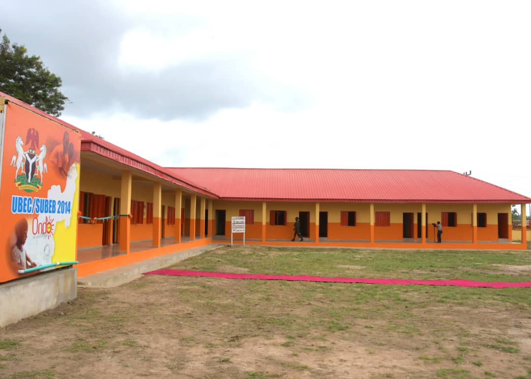 Akeredolu Commissions Classroom With Modern Toilet For Public School (Photos)