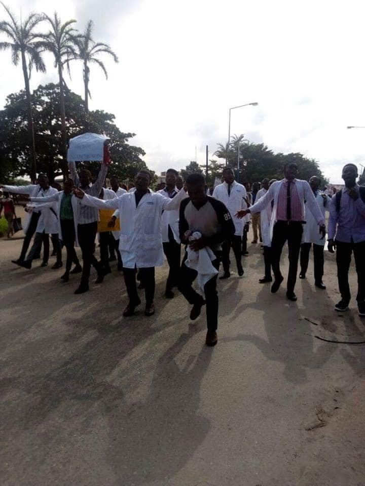UNIBEN Pharmacy Students Protest Industrial Action By Lecturers (photos)