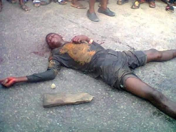 2 Kidnappers Caught In Bayelsa, One Beaten To Death By Mob (Graphic Photos)