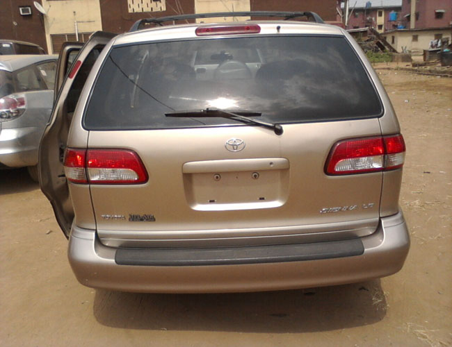 very clean 2002 toyota sienna for sale for autos nigeria. Black Bedroom Furniture Sets. Home Design Ideas