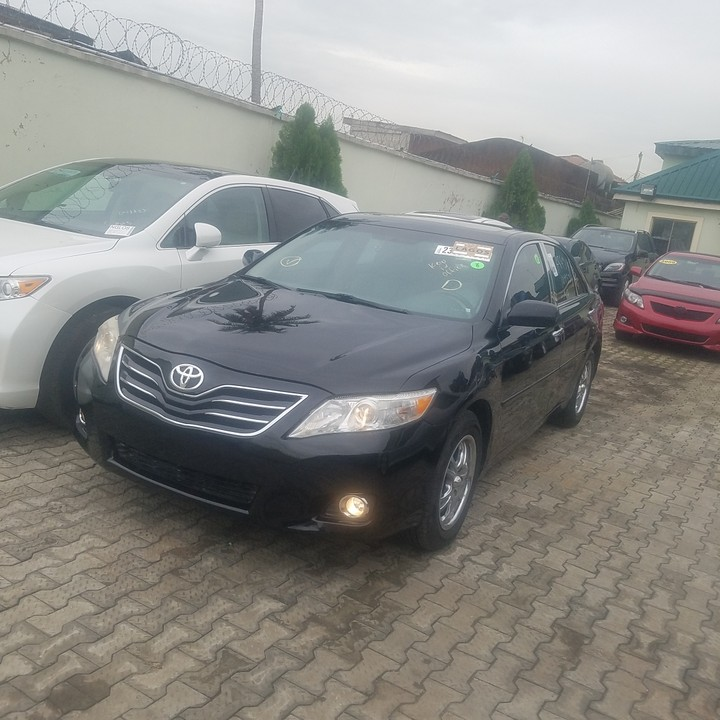 Toyota Camry Colors: Tin-can Cleared 2010 Toyota Camry XLE Black Color