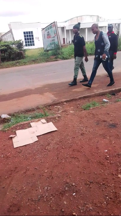 Two Police Officers Fight Over A Bus Window On Their Way To Ebonyi State (Pix)
