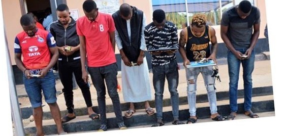 Yahoo Boys Unleash Dogs On EFCC Operatives In Ibadan