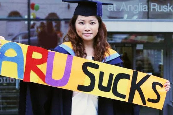 Graduate Sues University, Gets £60K Over 'Useless' Degree In England