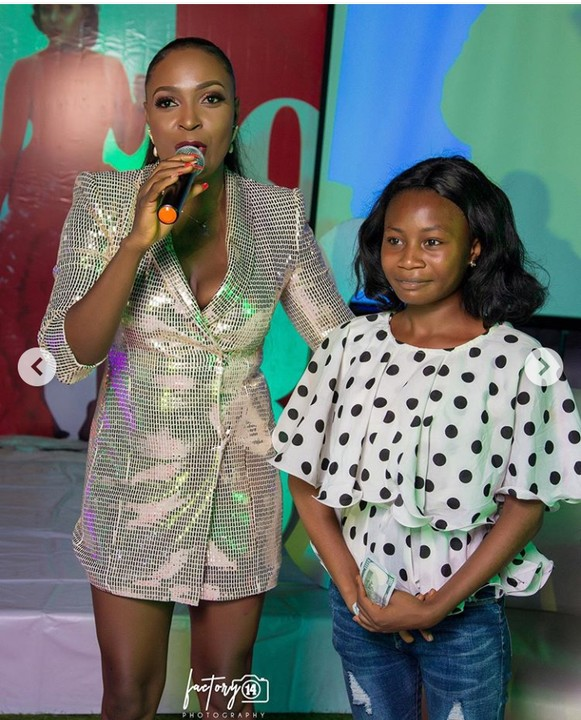 Controversial Blogger, Blessing Okoro Gift A Lady Generator At Her 30th Birthday 1