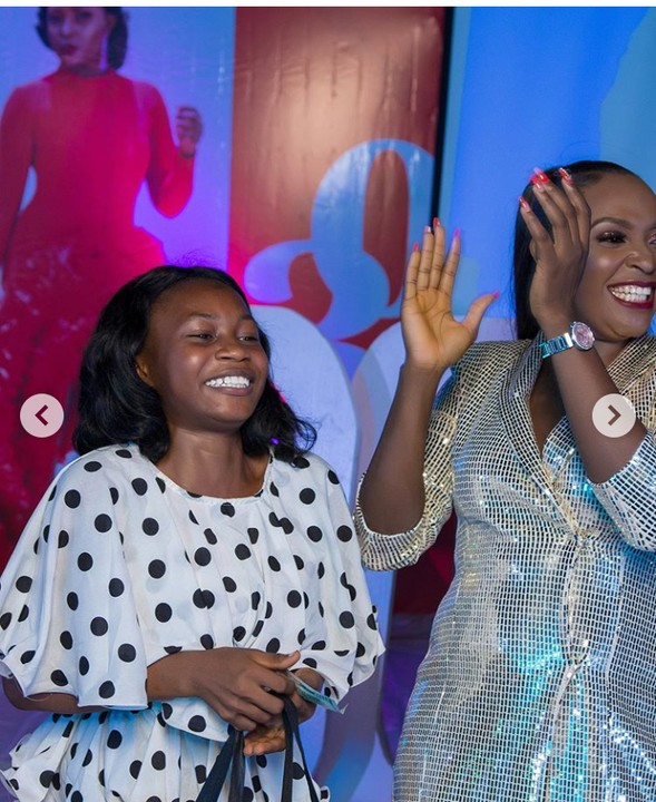 Controversial Blogger, Blessing Okoro Gift A Lady Generator At Her 30th Birthday 4