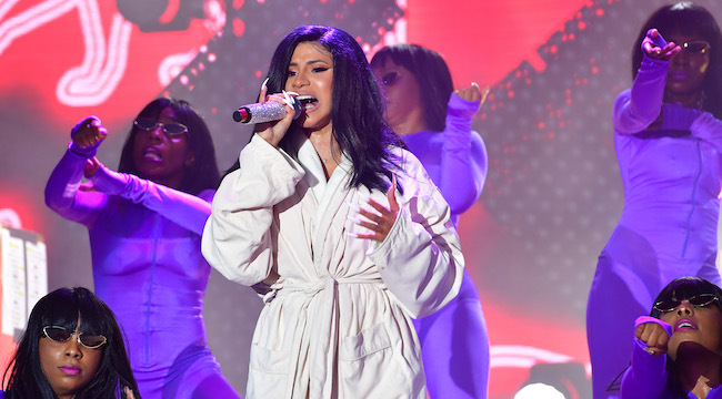 Cardi B Performs In Bathrobe After Her Jumpsuit Split On Stage (Photos) 4