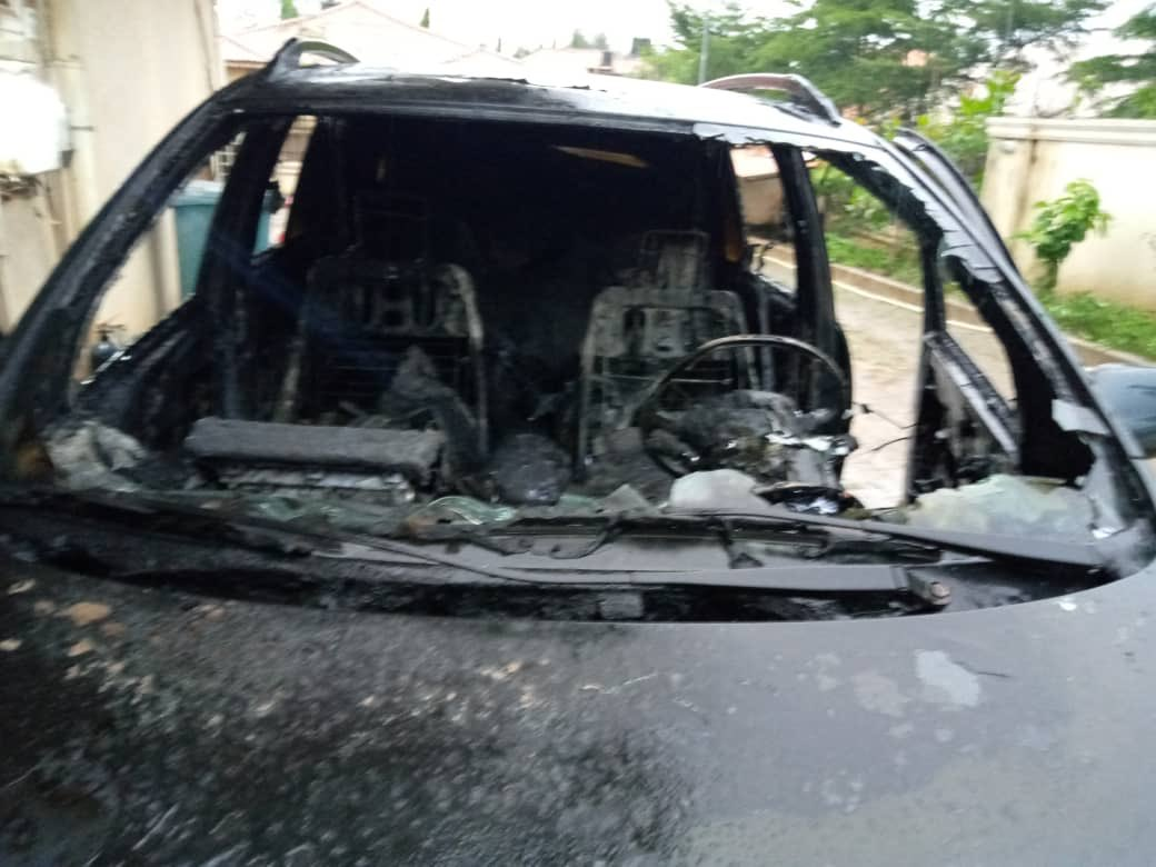 Photos: See What Thunder Did To A Lady's Car In Abuja 10