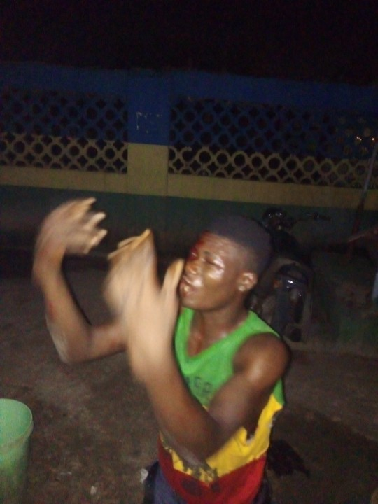 Photos: Robber Caught In The Act At Adealu Bus Stop In Lagos 4