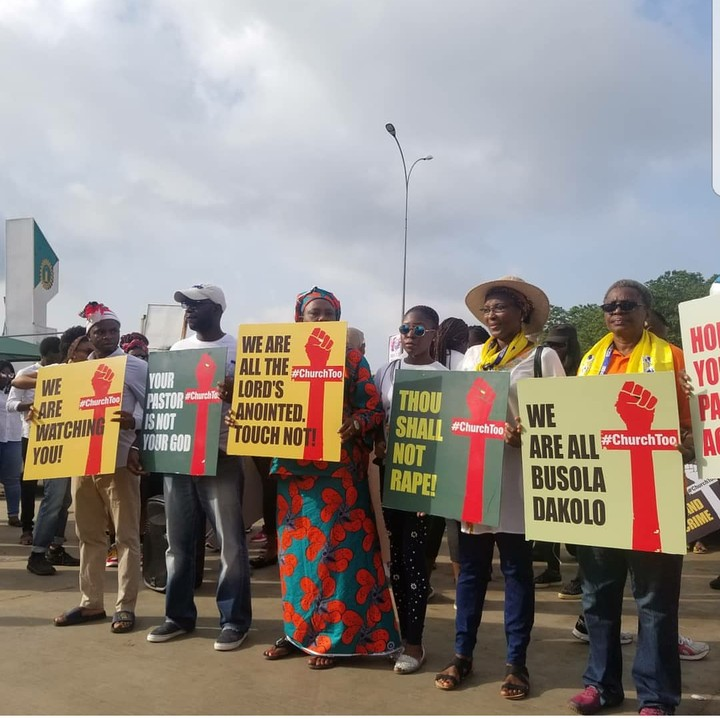 Nigerians Storm COZA Church To Prostest Against Pastor, Insist He Steps Down 1
