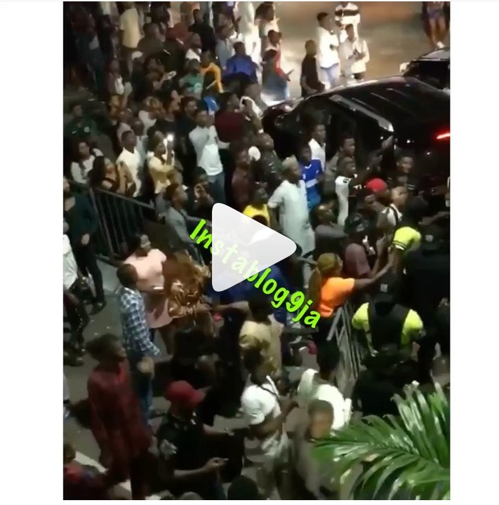 Bodyguard Punches A Man Who Touched Wizkid's Head After His Performance