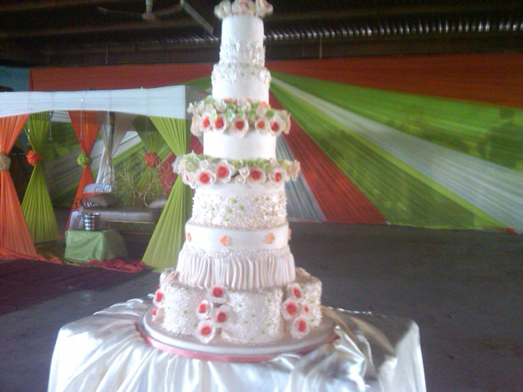 The Worlds Most Expensive Wedding Cake Food 2 Nigeria