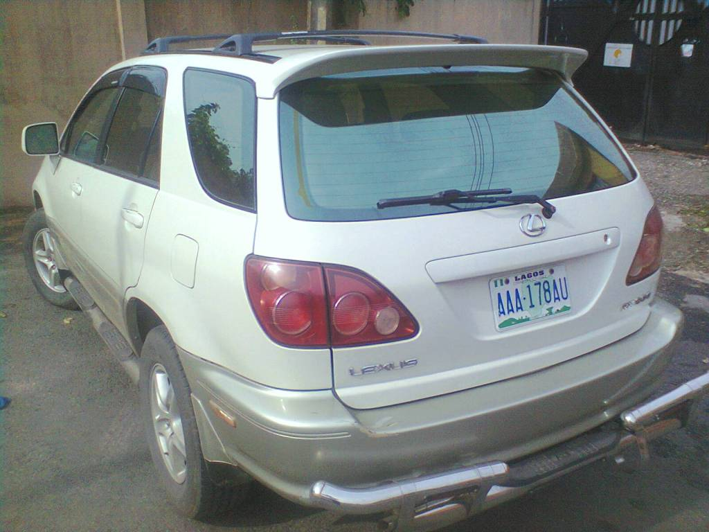 TOYOTA LEXUS RX300 JEEPFULL OPTIONSCOMES WITH DVD PLAYER